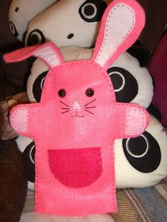 Bunny hand Puppet by supergirlanna on deviantART Felt Puppets, Glove Puppets, Hand Puppets, Finger Puppets, Sock Toys, Felt Toys, Fabric Animals, Felt Animals, Crafts To Do