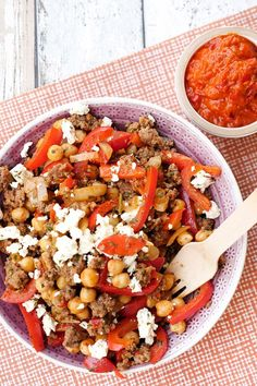 Low Carb Kichererbsen-Hackfleisch-Pfanne mit Feta und Paprika Low carb chickpea and minced meat pan Salad Menu, Salad Dishes, Meat Recipes, Fall Recipes, Healthy Recipes, Law Carb, Cabbage Salad Recipes, Carne Picada, Mince Meat