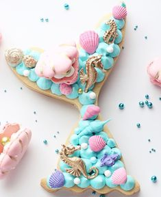 ♡ // 🧜🏻‍♀️ cookie cake or traditional cake? I love cake but I'm also totally inspired by this cookie cake 😍 Mermaid Cupcake Cake, Mermaid Cookies, Cupcake Cakes, Cookie Cakes, Alphabet Cake, Cake Lettering, Monogram Cake, Cake Cutters, Biscuit Cake