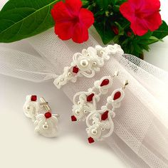 White and red wedding earrings and bracelet soutache jewelry set for bride. Custom color bridal jewelry - Custom order Wedding jewelry set Little princess by byPiLLowDesign - Wedding Gown Jewellery, Wedding Jewelry Sets, Wedding Earrings, Bridal Jewelry, Soutache Jewelry, Beaded Jewelry, Pearl Jewelry, Indian Jewelry, Shibori