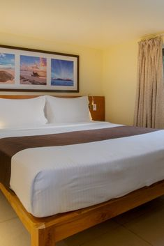 The size of the suite is 42 m². The room has a large bed and a sofa. The room is suitable for two adults and two children or three adults and a child. Seychelles Hotels, Hotel Sites, Room Reservation, Choice Hotels, Superior Room, Large Beds, 4 Star Hotels, King Size, Sofa