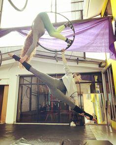 Getting ready! 💪💪#lira #lyra #aerialhoop #aerialist #lyraduo #lyraduet #circus #flexibility #strongwomen #flexible #maninthemoon #split…