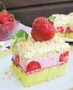 Strawberry Layer Cake with Whipped Cream Frosting: Perfect for all your summer celebrations, this strawberry layer cake is made entirely with real strawberries and filled with thick layers of homemade strawberry puree. Strawberry Layer Cakes, Strawberry Ice Cream Cake, Lemon Layer Cakes, Layer Cake Recipes, Strawberry Puree, Strawberry Lemonade Cake, Gluten Free Desserts, Vegan Desserts, Dessert Recipes
