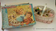 Canastilla accesorios para el bebé. Juguete niñas. Años 60. Juguetes CS. Precioso
