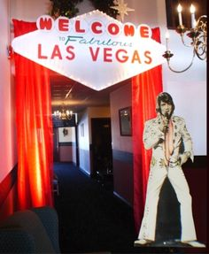 An Elvis cut-out is a must for any casino night! What's a trip to Vegas without a picture with the king? Las Vegas Party, Vegas Theme, Casino Night Party, Casino Theme, Vegas Casino, Elvis Birthday Party, Vegas Birthday, 60th Birthday, Party Poker