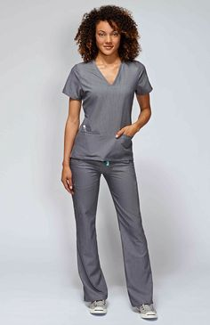 With stretch fabric and three pockets, the women's Casma scrub top is ready for busy days. Part of FIGS' Technical collection of tailored-fit scrubs. Scrubs Outfit, Scrubs Uniform, Medical Uniforms, Work Uniforms, Nursing Uniforms, Cute Scrubs, Cute Medical Scrubs, Nursing Scrubs, Stylish Scrubs
