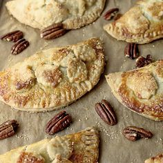 Caramel-Pecan Hand Pie RecipeThese hand pies feature the classic combination of caramel and pecans. Recipe os from The Cafe Sucre Farine. Empanadas, Cobbler, Pie Recipes, Dessert Recipes, Pastries Recipes, Kraft Recipes, Dessert Bars, Fall Recipes, Sweet Recipes
