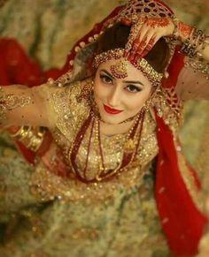 Bridal shoot pakistani 16 Ideas for 2019 Indian Wedding Couple Photography, Indian Wedding Bride, Indian Wedding Photos, Bride Photography, Indian Bridal, Indian Weddings, Elegant Wedding, Bridal Poses, Bridal Photoshoot