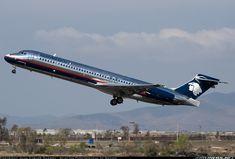 McDonnell Douglas MD-87 (DC-9-87) @ Tijuana.