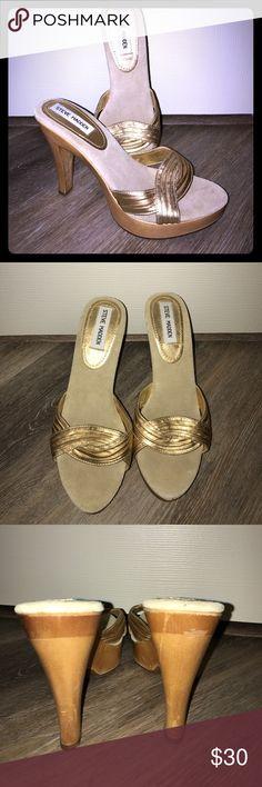 Steve Madden Facade Gold heel. Size 8.5 Steve Madden Facade Gold leather heel. Size 8.5 Steve Madden Shoes Heels