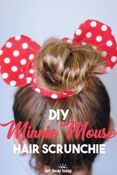 DIY Minnie Mouse Scrunchie - - Make your own Minnie Mouse Scrunchie with this easy tutorial and pattern. I know you might be tempted to check the publish date on this article to see if it was posted in the But no, hair scrunchies have made a k. Diy Disney Ears, Disney Mickey Ears, Disney Fun, Minnie Mouse Fabric, Disney Minnie Mouse Ears, Disney Hair Bows, Mickey Mouse Ears Headband, Diy Disney Hair Accessories, Disney Cruise