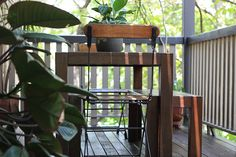 Bowen Hills Art Deco apartment, outdoor space. www.walkamongthehomes.com.au #brisbanehomes #deck #outdoor