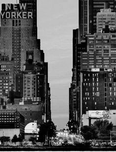 This picture makes me fall in love all over again. I miss the bustle of the city.
