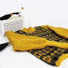 Onibon (@onibon_fashion) • Instagram photos and videos Instagram Fashion, Fingerless Gloves, Arm Warmers, Knitwear, Photo And Video, Knitting, Videos, Sweaters, Photos