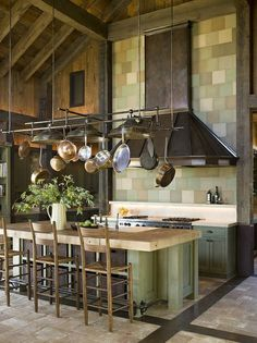 Pots and pans – 25 cool ideas for hanging storage - Best Kitchen Decoration Kitchen Decor, Kitchen Inspirations, Pots And Pans, Kitchen Dining, Industrial Decor, Kitchen Design, Hanging Racks, Cool Kitchens, Hanging Storage