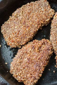 These delicious low carb Keto Pecan Crusted Pork Chops are an easy 30 minute weeknight meal! The perfect keto dinner with under 4 net carbs per chop! #keto #glutenfree