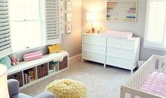 Quarto de bebê moderno e despojado - Com muitos acessórios interessantes esse quarto de bebê também visa o dia a dia da mamãe e do bebê com uma decoração prática!