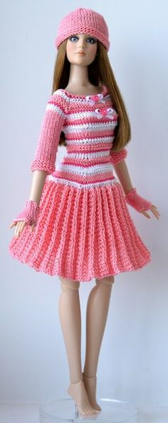 Reminds me of the dress my mum had made for my doll, it was green