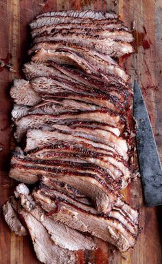 Texas Recipe (This Texas brisket recipe relies on just salt, pepper, and smoke to make superlatively tender brisket. Beef Brisket Recipes, Grilling Recipes, Meat Recipes, Texas Smoked Brisket Recipe, Texas Recipe, Smoked Ribs, Game Recipes, Spinach Recipes, Barbecue Recipes