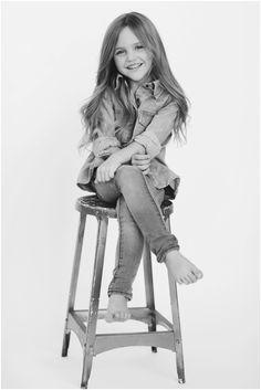 Studio Photography Poses, Kids Fashion Photography, Glamour Photography, Girl Photography, Children Photography, Studio Posen, Kind Photo, Portrait Studio, Kids Studio
