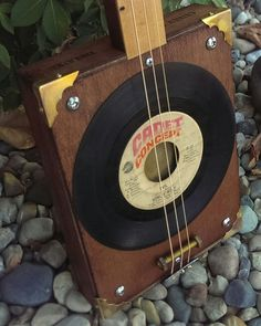 Howlin' Wolf Special Guitar Diy, Cool Guitar, Cigar Box Nation, Cigar Box Guitar Plans, Cigar Box Projects, Homemade Musical Instruments, Guitar Building, Ukulele, Cigars