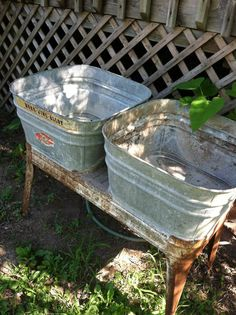 Galvanized double wash tub. Great for drinks at a BBQ or July 4 party! #DeeDees #Vintage #HomeDecor