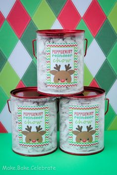 Peppermint reindeer chow... Great Christmas present! Who wouldn't love this?!