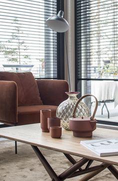 Pääsin kuvaamaan tämän yhden Mikkelin Asuntomessujen suosikkikohteistani ennen messujen alkua. Upea ja ajaton Harmaja-mallisto osoittaa mielestäni parhaalla mahdollisella tavalla sen, kuinka hyvällä suunnittelulla syntyy ajattomia klassikoita.. Living Room Interior, Interior Styling, New Homes, Wall, Furniture, Color, Design, Home Decor, Interiors