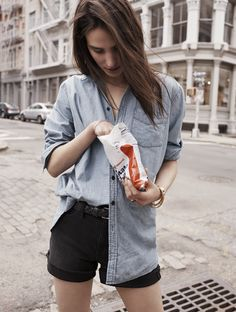 Madewell oversized chambray boyshirt worn with the high-rise denim shorts + leather braided belt. #everydaymadewell