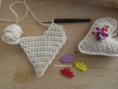 ElenaRegina wool: Cuoricini e cuoricioni Hippie Crochet, Crochet Art, Crochet Bunny, Crochet Flowers, Free Crochet, Crochet Motif Patterns, Beading Patterns, Crochet Stitches, Crochet Baby Poncho