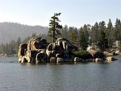 Private cabins of Boulder Bay area of Big Bear Lake in California Big Bear California, Lakes In California, California Cool, Big Bear Mountain, Big Bear Lake, Go Camping, Oh The Places You'll Go, Bay Area, Bouldering