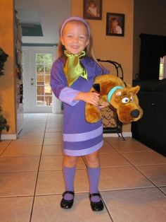 A Daphne Costume For Girls Scooby Doo Costumes, Scooby Doo Halloween, Halloween Sewing, Halloween Prop, Homemade Halloween, Halloween Birthday, Halloween Cosplay, 4th Birthday, Halloween Outfits