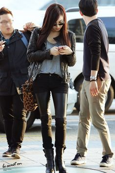 Tiffany Hwang airport fashion skinny black jeans with leather Motif