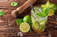 Everyone loves a good classic mojito. But if you're looking for a little something different, try one of these 11 fruity and refreshing twists on the classic mojito recipe. Mojito Mocktail, Mint Mojito, Mojito Recipe, Caipirinha Cocktail, Cuban Mojito, Tapas, Most Popular Cocktails, Cocktail Illustration, Virgin Mojito