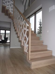 Schody dywanowe. Wooden Staircase Railing, Rustic Stairs, Stair Railing Design, Home Stairs Design, Modern Stairs, Loft Design, Stair Renovation, Modern Exterior House Designs, Decor Home Living Room
