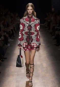 Valentino   Ready To Wear Spring/Summer 2015   Look 17