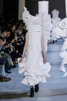 Viktor&Rolf, Haute Couture, Spring/Summer 2016, Performance of Sculptures, Haely
