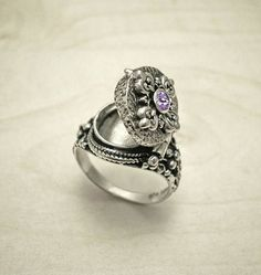 26 Ideas Wedding Rings Vintage Silver Jewelry For 2019 Vintage Silver Jewelry, Wedding Rings Vintage, Antique Engagement Rings, Antique Rings, Vintage Rings, Sterling Silver Jewelry, Antique Jewelry, Antique Silver, Irish Jewelry