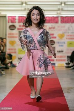 The International Dwarf Fashion Show In Tokyo Source by oceanlad outfits bajitas Classy Outfits, Girl Outfits, Classy Clothes, Little Hotties, Lilly And Co, Tiny Woman, Pretty Pregnant, Short People, Looking For People