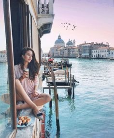 """Tamara Kalinic en Instagram: """"Waking up in Venice, super early to catch the sunrise! What a perfect start to the day http://liketk.it/2rGQI?utm_content=bufferd91fe&utm_medium=social&utm_source=pinterest.com&utm_campaign=buffer #theglamandglittertravels…"""""""