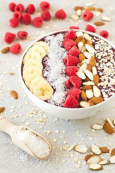 Me encanta comer este smoothie bowl de arándanos para desayunar, es muy sano y nutritivo y está muy rico. Te animo a que lo pruebes.