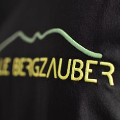 Outdoorkleidung aus dem Allgäu von Adele Bergzauber.   #adelebergzauber #merino #merinopullover #berge #mountainbike #mtb #klettern #bouldern #draussen #outdoorbekleidung #allgäu #kempten Adele, Merino Pullover, Sport, Company Logo, Logos, La Mode, Bouldering, Climbing, Mountains
