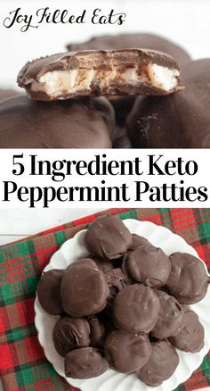 5 Ingredient Keto Peppermint Patties This easy Peppermint Patties Recipe puts Yorks to shame. With just 5 ingredients and a creamy minty filling and a rich chocolate coating, you won't miss that packaged treat. This is the perfect holiday treat! Easy Peppermint Patty Recipe, Homemade Peppermint Patties, Sugar Free Desserts, Low Carb Desserts, Dessert Recipes, Dinner Recipes, Keto Cookies, Keto Candy, Joy Filled Eats