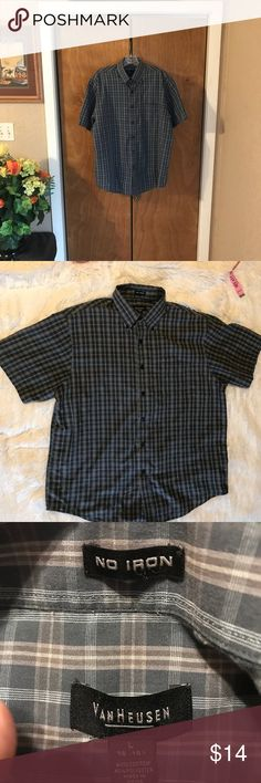 """👔Van Heusen Short Sleeve Casual Dress Shirt 👔 👔Van Heusen No Iron 👔Excellent Condition 👔Button Down Collar  👔Short Sleeve 👔Reference Photographs Approximate Measurements Neck 16-161/2"""" Length 31"""" Shoulders 20"""" Chest 25 1/2"""" 👔60% Cotton 40% Polyester ♠️The Accuracy Of My Descriptions Are Important To Me. If You Have Any Questions Or Need Additional Photographs, Please Ask. 🚫Trades Van Heusen Shirts Casual Button Down Shirts"""