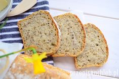 Szybki chleb pszenno-żytni. Prosty chleb pszenny, na żytnim zakwasie z dodatkiem odrobiny drożdży – dzięki czemu chleb znacznie szybciej rośnie i nie wymaga wielogodzinnego wyrastania, a wciąż zachowuje smak chleba na zakwasie. Dzięki razowemu zakwasowi żytniemu chleb smakuje bardziej jak taki mieszany chleb pszenno żytni (pomimo znacznej przewagi jasnej mąki pszennej w przepisie). Polecam zapracowanym […] Banana Bread, Baking, Desserts, Breads, Women's Fashion, Brot, Tailgate Desserts, Bread Rolls, Bakken