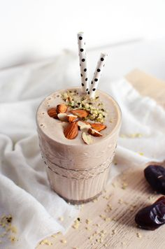 Date, Coconut & Banana Shake – Tuulia Talvio Fruit Smoothies, Smoothie Drinks, Healthy Smoothies, Healthy Drinks, Healthy Snacks, Vegetable Smoothies, Healthy Breakfasts, Eating Healthy, Clean Eating