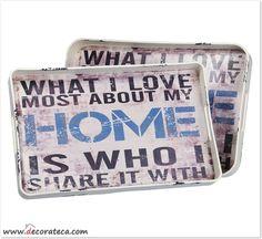 """Originales bandejas de madera """"Love home"""" con un bonito mensaje: lo mejor de mi hogar es compartirlo contigo. Disponibles en 2 tamaños - DECORATECA.COM"""