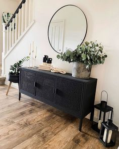 I'm on an organizing kick today and I love/hate it. Love it because it feels good to be organized (once it's done! Hate it because the… Home Staging, Home Living Room, Living Room Designs, Living Room Decor, Living Room Sets, Flur Design, Design Design, Home And Deco, Home Decor Inspiration