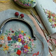 Wonderful Ribbon Embroidery Flowers by Hand Ideas. Enchanting Ribbon Embroidery Flowers by Hand Ideas. Diy Embroidered Purse, Embroidery Purse, Silk Ribbon Embroidery, Hand Embroidery Patterns, Embroidery Stitches, Embroidery Designs, Sewing Patterns, Embroidery Techniques, Embroidery Tattoo