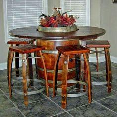 Mesas y sillas de barril